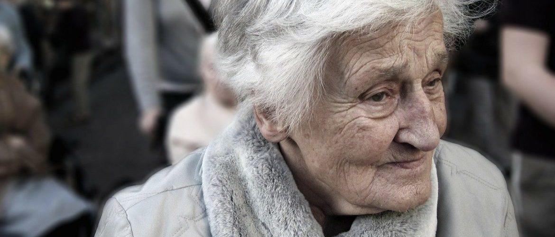 Rouškovné důchodcům nepomůže, nebo jim ublíží